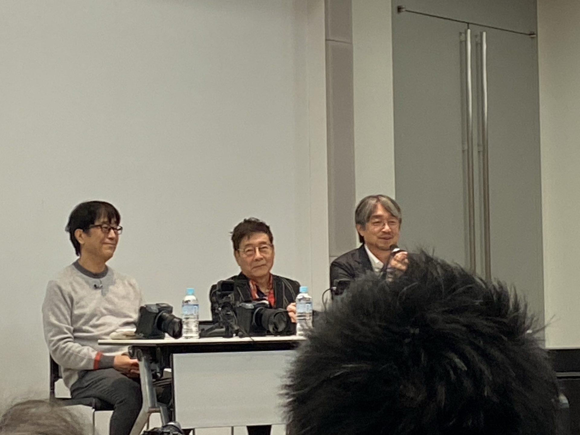 動画対決に臨むレジェンド3名 左から松任谷正隆さん、ハービー山口さん、小山薫堂さん